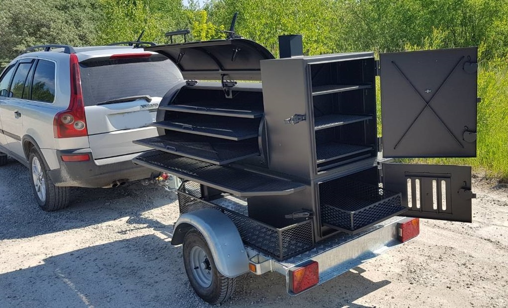 BM -1(Lite)  reverse flow smoker mounted on trailer chassis